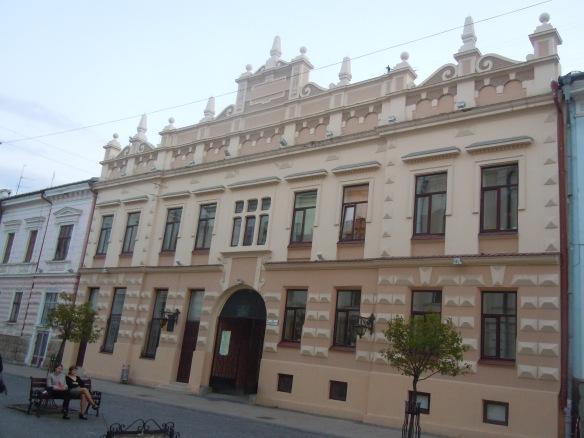 Polska huset invigdes 1905 på Herrengasse, dagens Kobyljans'kagatan, Idag finns här Polska kultursällskapet Adam Mickiewicz.